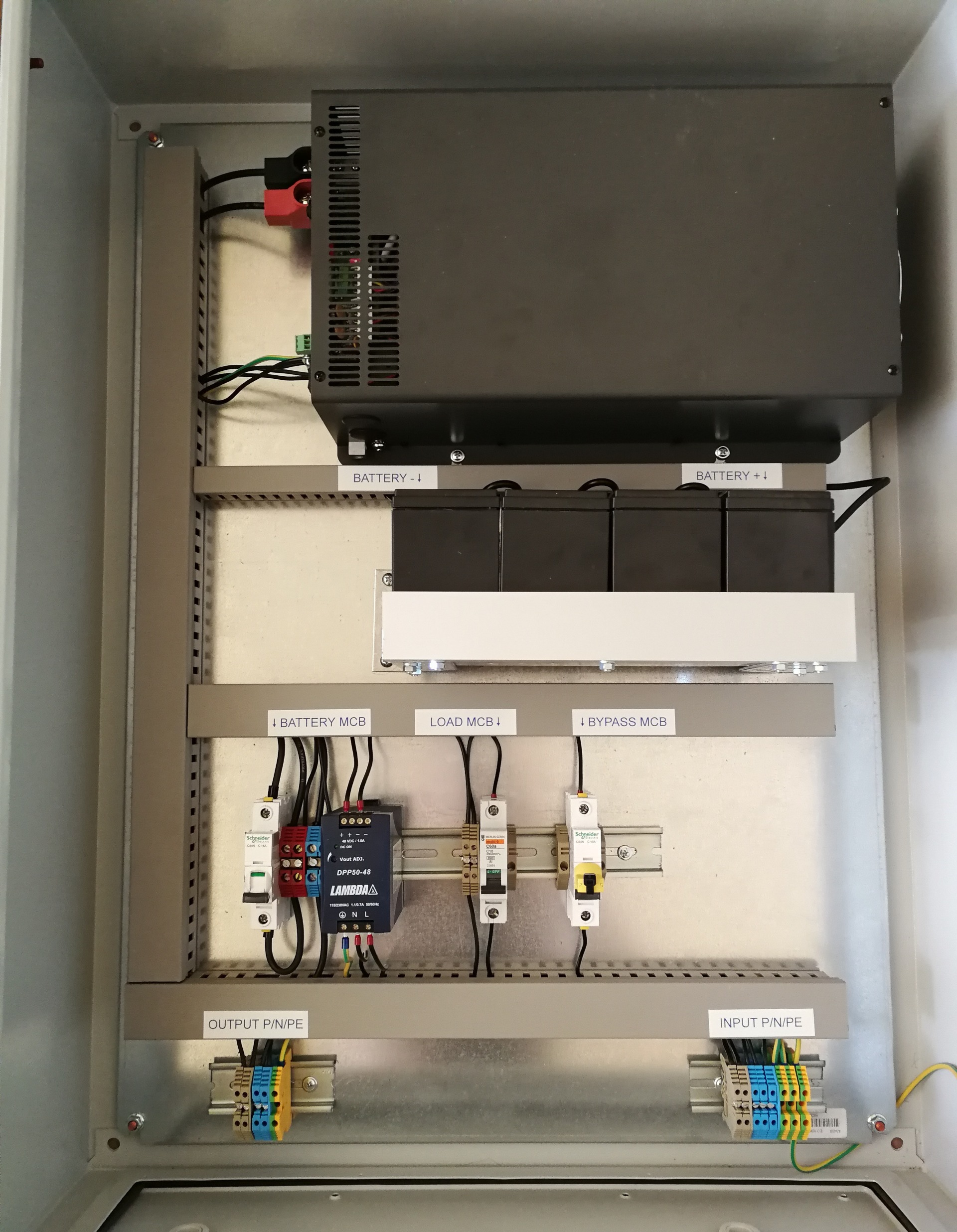 230VAC 2000W IP66 szünetmentes tápegység (UPS) nagy bekapcsolási áramlökésű fogyasztókhoz